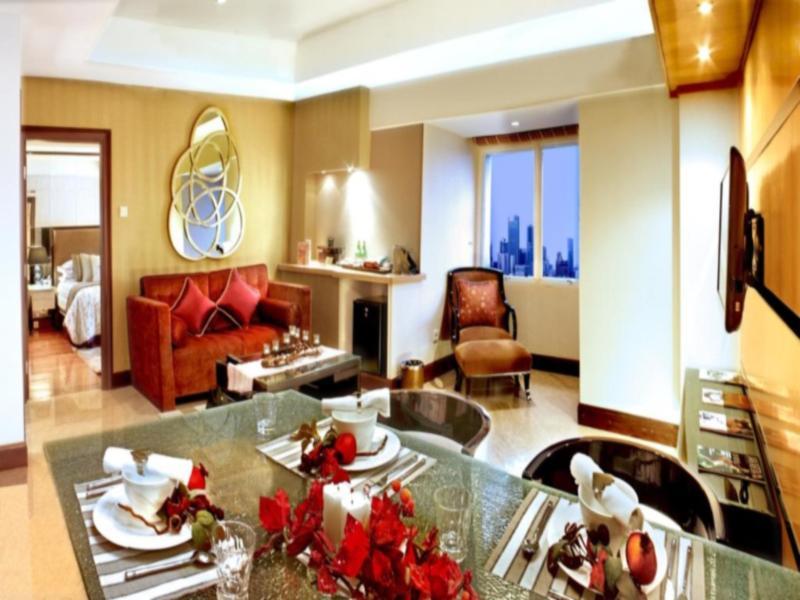 Flora King Suite