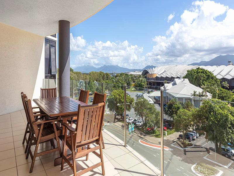 Two Bedroom Apartment City & Mountain View